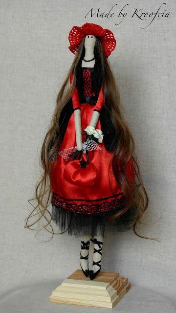 Kroofciowo: Czerwona lala