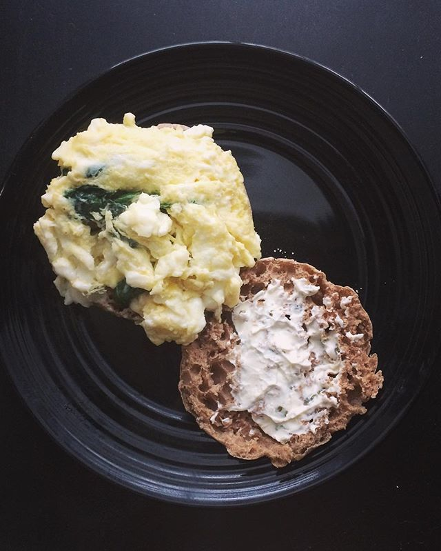 One whole egg & one egg white w/ spinach on a whole wheat English muffin w/ a tad bit of onion & chive cream cheese 🍳 #24daychallenge #energy #advocare #advocaredistributor #health #wellness #nutrition #fitness #stronger #progress #instafit #iifymgirls #fitnessmotivation #weightwatchers #weightloss #workout #mealprep #healthyrecipes #fitfam  Yummery - best recipes. Follow Us! #healthyrecipes