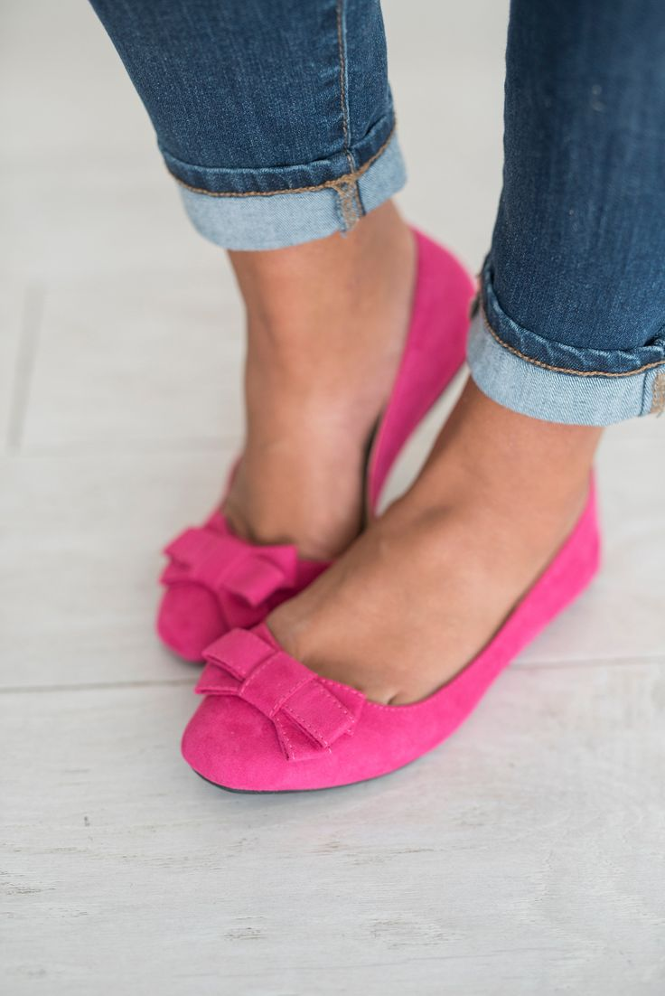 They're pink & they have bows... need we say more?! These are comfortable and run TTS.