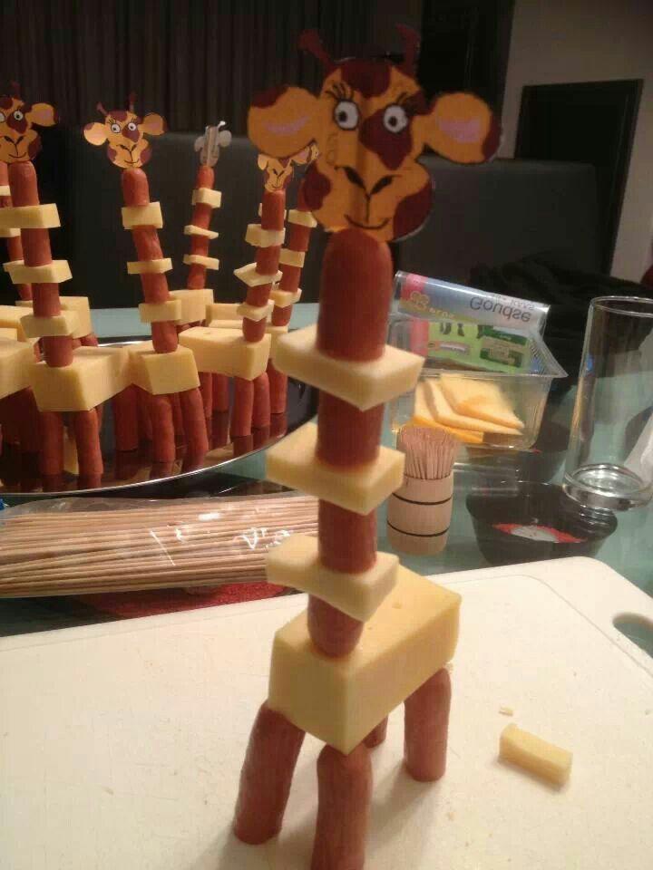 Giraf van knakworst en kaas