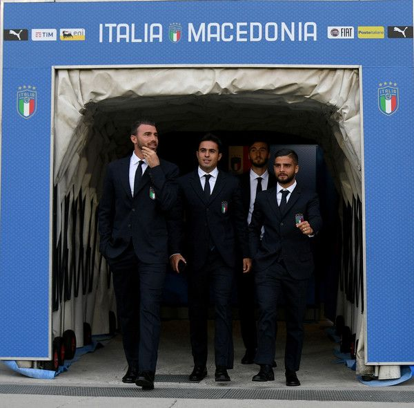 Lorenzo Insigne Photos - (L-R) Andrea Barzagli, Citadin Martins Eder, Bryan Cristante and Lorenzo Insigne of Italy look on during Italy pitch inspection at Allianz Stadium on October 5, 2017 in Turin, Italy. - Italy Pitch Inspection and Press Conference