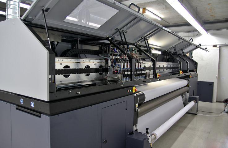 Anlieferung der Durst Rhotex 322 Stoffdruckmaschine bei KL Druck, Textildruck, Bannerdruck, Textilien bedrucken, Druckmaschine