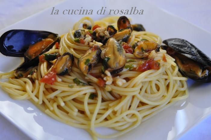 Spaghetti con le cozze http://blog.giallozafferano.it/lacucinadirosalba/spaghetti-con-le-cozze-fresche/