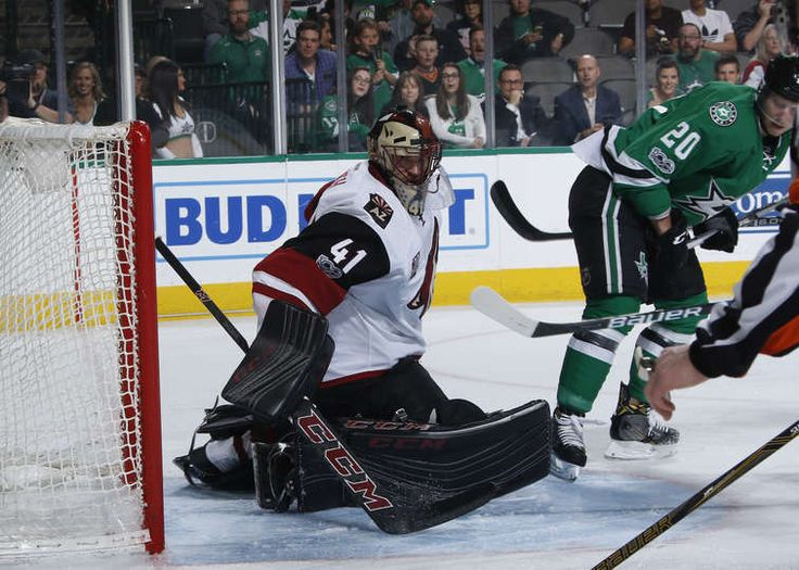 DALLAS, TX - APRIL 4: Mike Smith #41 of the Arizona Coyotes tends goal against the Dallas Stars at the American Airlines Center on April 4, 2017 in Dallas, Texas. (Photo by Glenn James/NHLI via Getty Images)