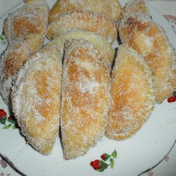 empanadas dulces de arroz con leche - sweet fried pies filled with rice pudding