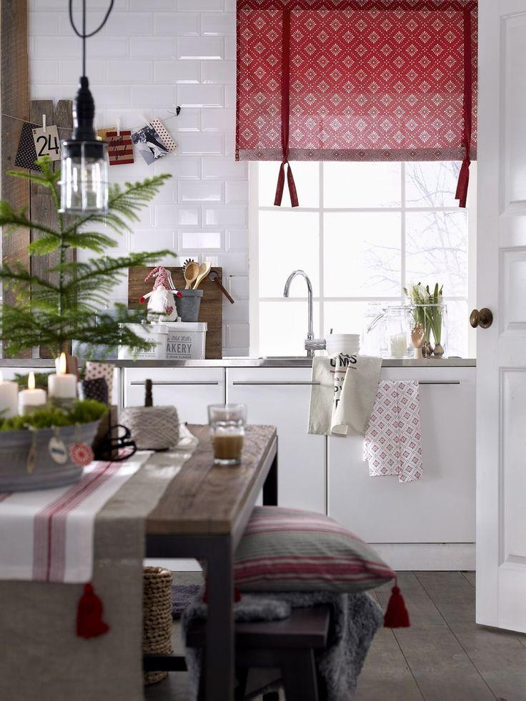 uusklassinen,joulu,ellos,joulunpunainen,punainen,punainen sisustus,kuusi,joulukuusi,kynttilät,kynttilä,kynttilänjalka,kattovalaisin,laskosverho,keittiö,keittiöpyyhkeet,keittiöpyyhe,joulukoti,joulukattaus,joulukoristeet,jouluvalot,joulukoriste,jouluinen,jouluinen sisustus,joulukoristelu,lampaantalja,tupsut,tupsu,kynttiläjalka,talvi,talvi tekstiilit,lumi,talvinen