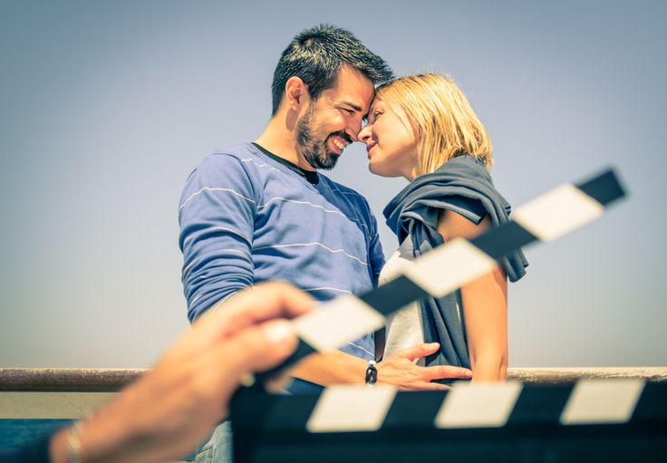 近年、結婚式でムービーを流すカップルが増えています。動画はつくる側も観る側も楽しいものですが、一方で気になるのが予算。限られた予算の中で動画作成にかけられる費用は決して多くないでしょう。費用を抑えつつ結婚式のムービーを作成する方法とは?