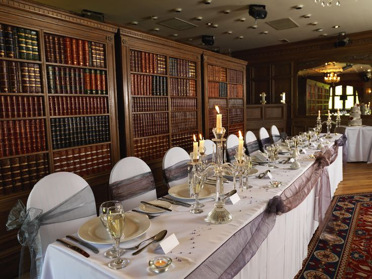 Top Table Clic Elegance Relaxed Atmosphere In Our Rhydding Suite Wedding Venue The Royal Toby Hotel Rochdale