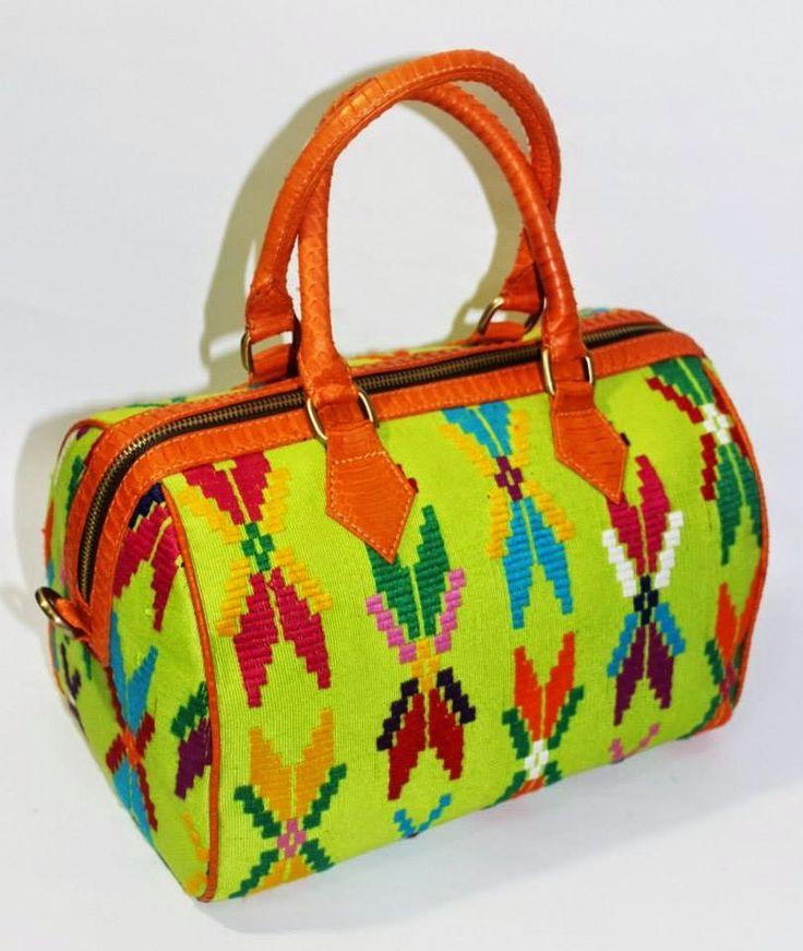Batik Ria: Tas Tenun dengan kulit sapi
