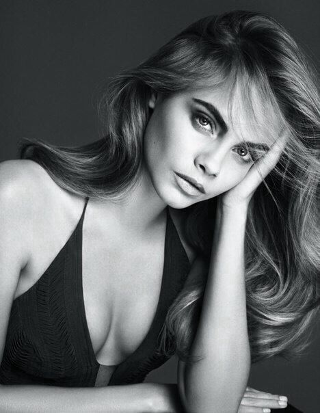 Cara Delevingne. She would be soooo beautiful with a bit thinner eyebrows...