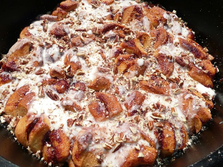 Everyday dutch oven cinnamon roll coffee cake for a crowd for Dutch oven chicken recipes for camping