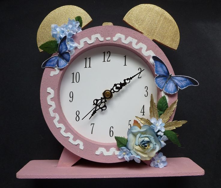 My Dutch Doobado MDF Clock.  Imagination Craft's -  Clock kit.  Clover MDF paint.  Rice paper no. 196.  Stencil Medium.  Gears Stencil.  Metal spatula.  Magi-bond glue.  Decoupage glue.  White gold Starlight paint.  April 2017.   Designed by Jennifer Johnston.