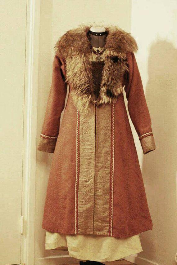 Hand-stitched kaftan Birka model. Viking kaftan with fur by Nyfrid