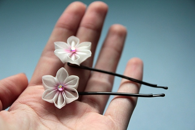 Kanzashi silk flower hairpin