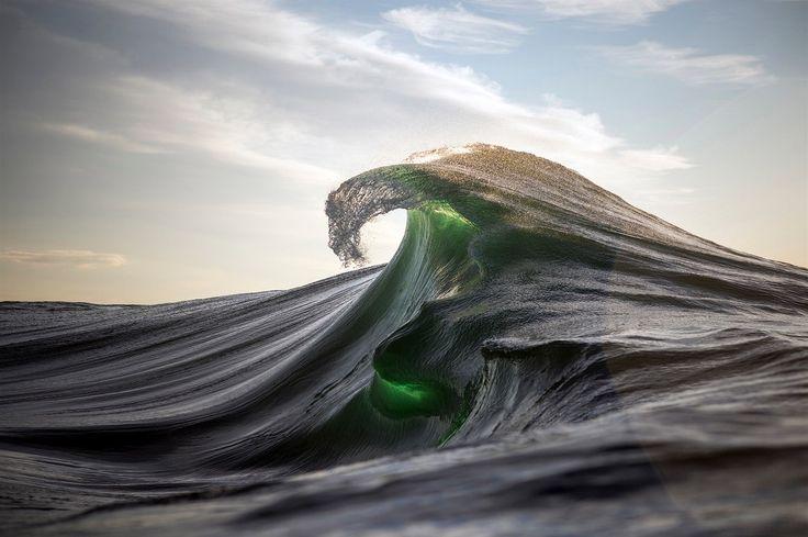 Je to kombinace talentu, umanutosti a nekonečné trpělivosti. Ray Collins je barvoslepý, pracuje jako horník a ve volném čase fotí mořské vlny. Jeho snímky získávají mezinárodní ocenění a publikují je prestižní magazíny.
