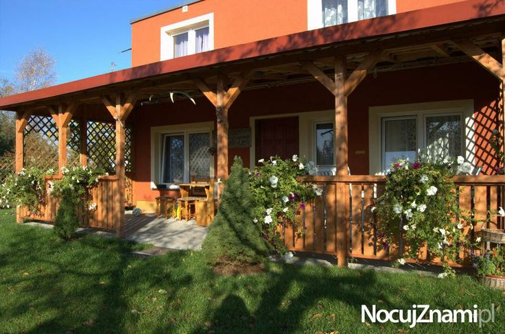 Czerwony Domek - NocujZnami.pl || Nocleg nad jeziorem || #apartamenty #mazury #jezioro #apartments #polska #poland || http://nocujznami.pl/noclegi/region/jezioro