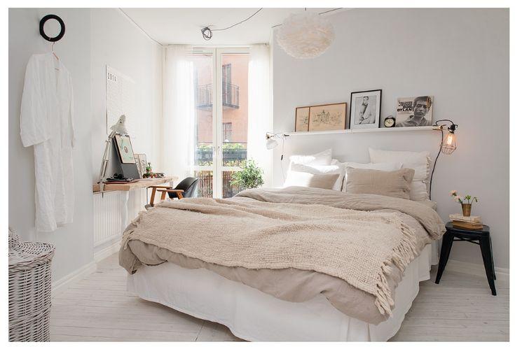 j'adore l'étagère avec les lampe-pinces, et le linge de lit en lin