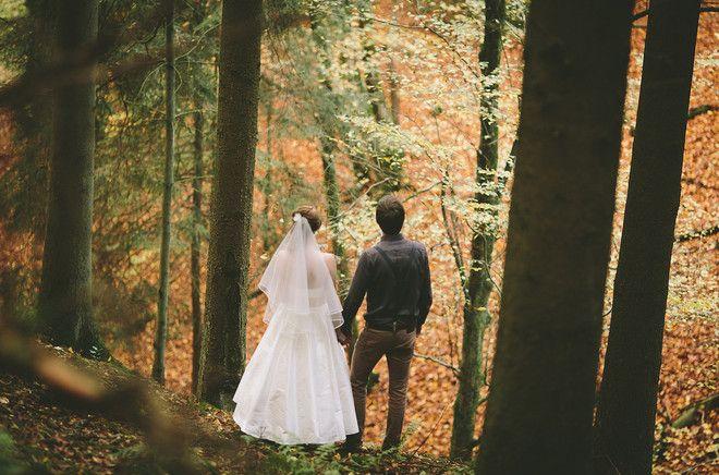 Rustikale Herbsthochzeit mit wadenlangem Hochzeitskleid mit Schleier (www.noni-mode.de - Foto: Le Hai Linh)