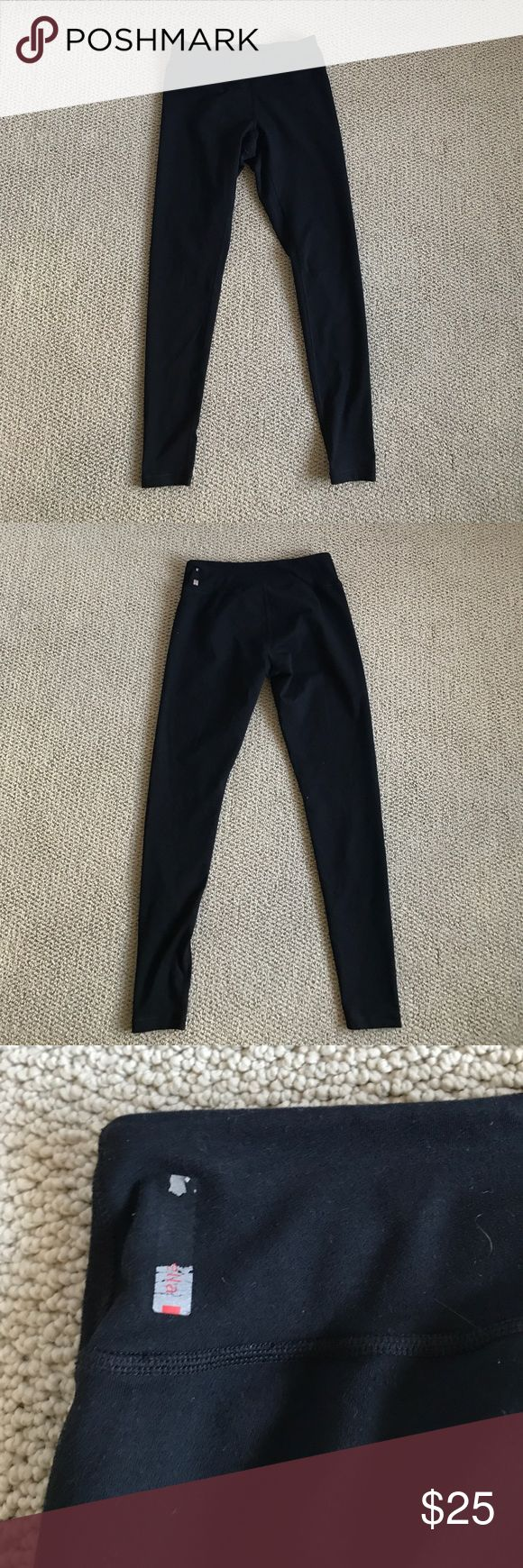 Zella Live In Legging Zella live in legging. Worn a handful of times, but logo is slightly worn off. Minor piling but tons of life left in them! Zella Pants Leggings