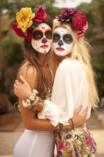 Halloween Outfit. Did you already pick your #halloween outfit? we got inspired by the mexican Day of the Dead...  gefunden auf Styletorch