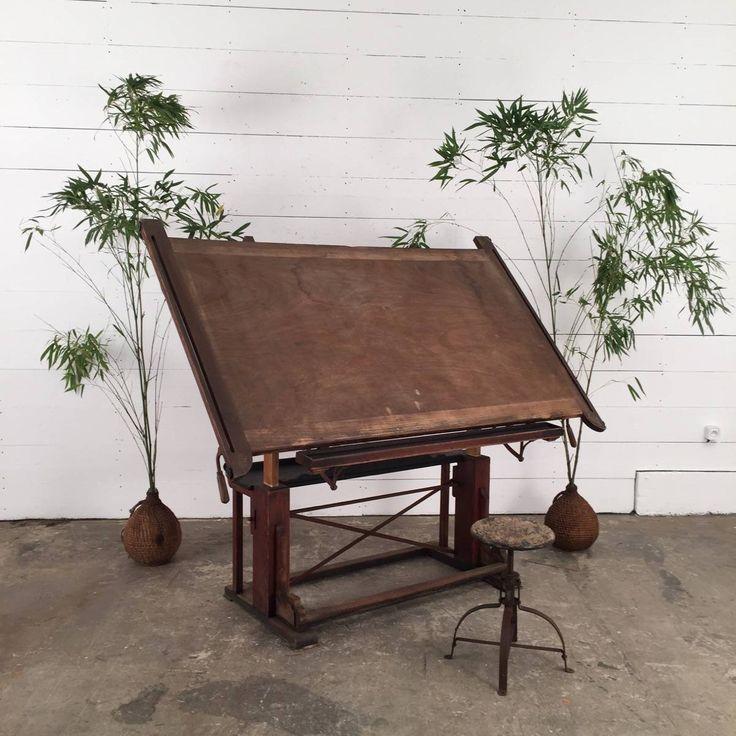 ancienne table à dessin des années 30 provenant d'une école d'architecture