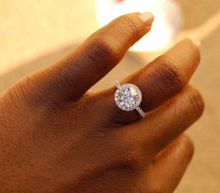 Stunning! 2.03 ct - Halo pave setting with an old cut stone
