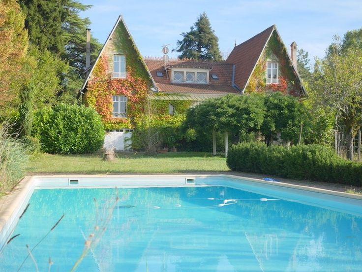 A la recherche d'une maison bourgeoise ? Cette propriété est faite pour vous !     A vendre chez Capifrance, propriété de 260 m², 10 pièces, 7 chambres.    Plus d'infos > Christophe Advielle, conseiller immobilier Capifrance.