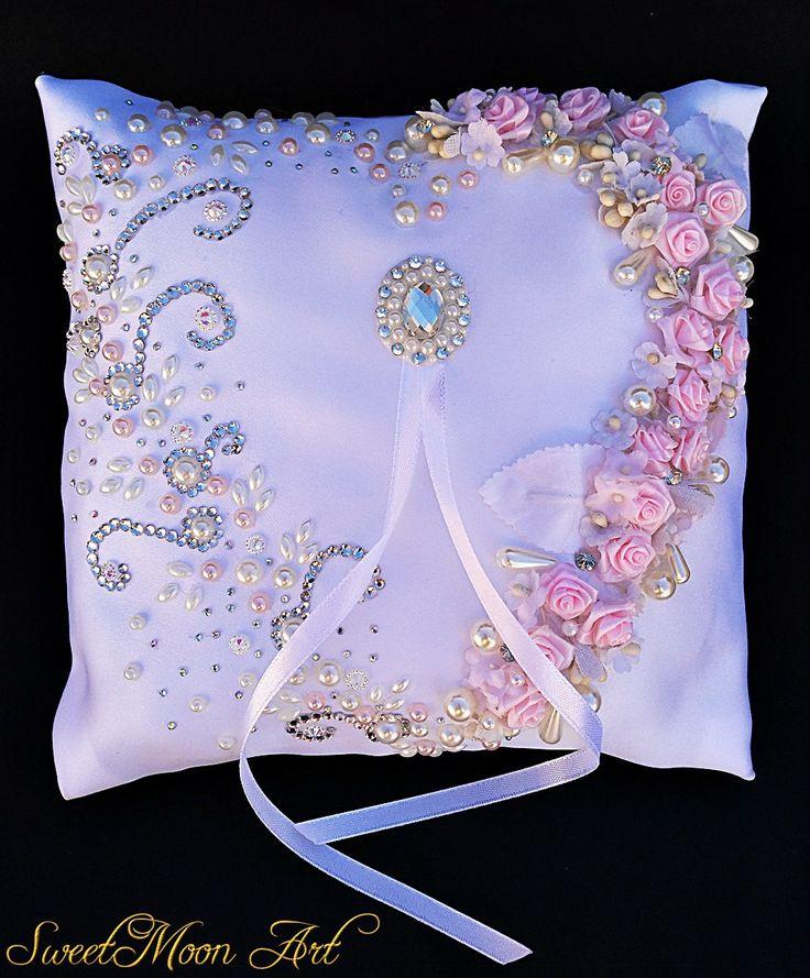 Cojín para alianzas blanco,cojín portador para anillos de boda,cojín flores rosas,cojín diamantes de imitación,cojín nupcial,satén blanco de SweetMoonArt en Etsy