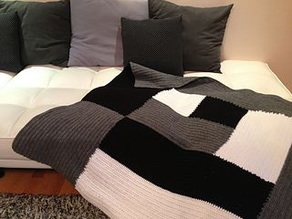 Manly Blanket FREE Crochet Pattern ✿⊱╮Teresa Restegui http://www.pinterest.com/teretegui/✿⊱╮