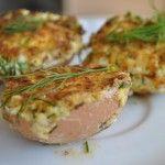 Jajka faszerowane są idealną przekąską. Są smaczne i delikatne ja faszeruje jajka pietruszką, masą z jajek i śmietany. Podsmażam na złocisto na maśle. Pycha