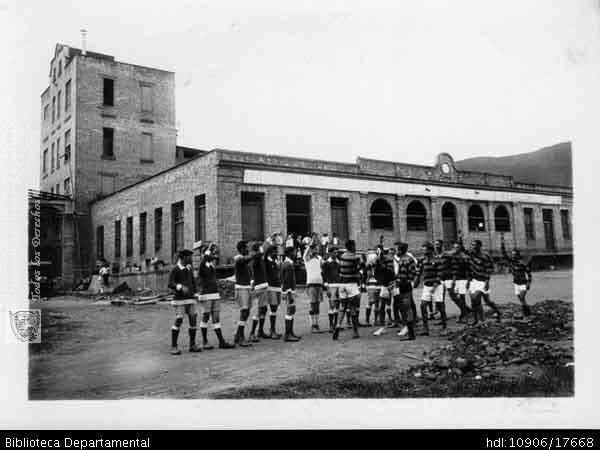 Biblioteca Departamental Jorge Garces Borrero y INGENIO CENTRAL CASTILLA. Equipo de futbol de la Cervecería los Andes. Cali 1940. OTRO: Biblioteca Departamental Jorge Garces Borrero, . 11 X 16.