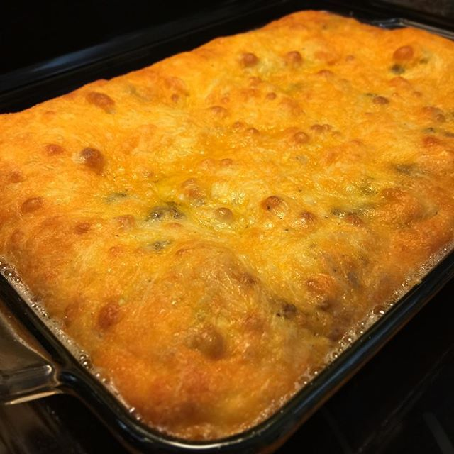 "🍔Keto Cheeseburger Casserole  So yummy and yet so simple!  The recipe below is for a large 9x13 dish. Perfect for gatherings or large family dinners. You can 1/2 this recipe and bake it in a 9"" pie pan.  INGREDIENTS: 3 lbs ground beef 4 + 1/2 tbsp onion powder 6 eggs 1 + 1/2 cup mayonnaise  3/4 cup heavy cream 6 cups cheddar cheese, shredded Salt & Pepper  INSTRUCTIONS: 1. In a large pan, brown the ground beef and drain. 2. Mix in onion powder, salt and pepper. 3. Stir in 3/4 of the…"