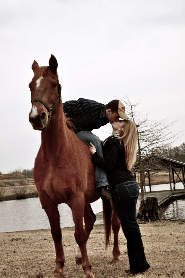 couples horse photography-except switch bride and groom!