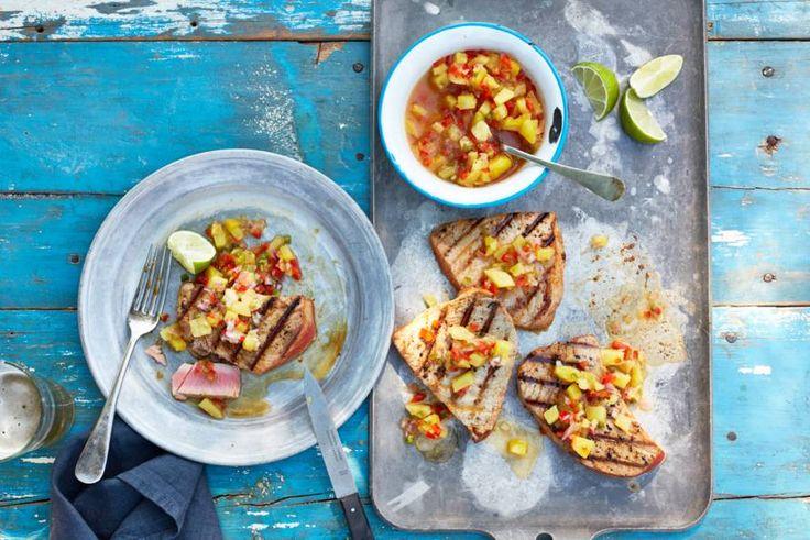 Ultiem zomergevoel: gegrilde vis geserveerd met tropisch fruit.- Recept - Allerhande