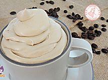 il latte condensato fatto in casa mi ha risolto il problema della voglia di dolce e piace a tutta la famiglia! base per dolci e ottimo nel caffè.
