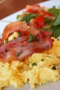 Scrambled eggs with tuna fish recipe recipes from for How to make tuna fish with eggs