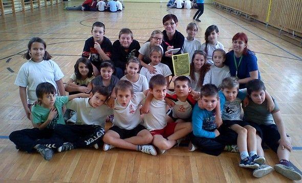 W szkole podstawowej w Żarach został uchwalony kodeks dobrego zachowania w szatni! Bardzo nam się podoba wszystkie dwadzieścia punktów - przeczytajcie sami!