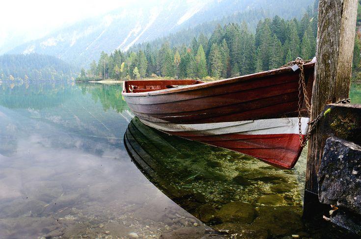 boat on Lake Tovel