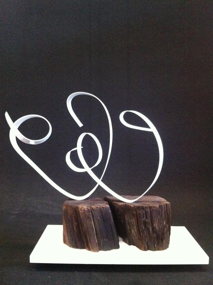 Leticia Vea  dos corazones, 2011 Aluminio y madera