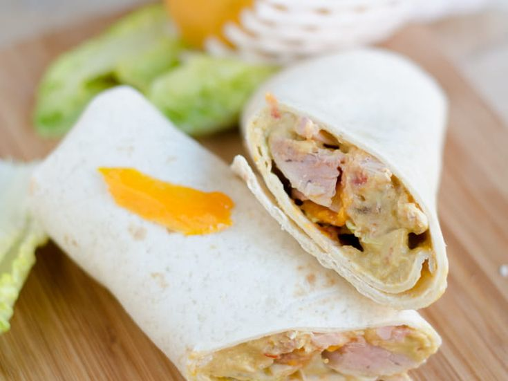 Wrap au poulet grillé et guacamole à la mangue   Recette   Wraps poulet, Recettes de cuisine ...