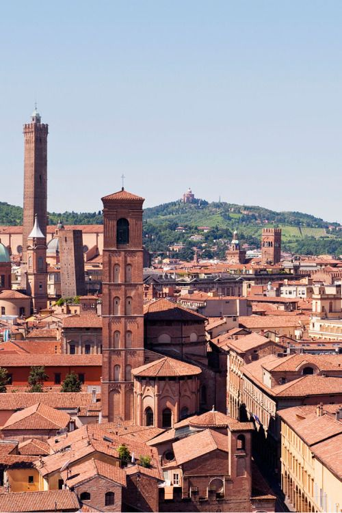 The terracotta skyscrapers of Bologna are evidence of centuries of one-upmanship between the city's noble families. the tallest of them all is the Torre degli Asinelli, whose 498 wooden steps lead 97 metres up. Discover the perfect weekend in Bologna in our July issue, out now! // photo by Susan Wright #bologna #italy #medieval #skyline