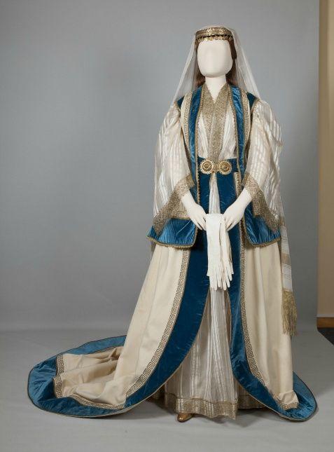 Eνδυμασία κυρίας επί των τιμών της βασίλισσας Όλγας Αθήνα, Αττική. Μέσα 19ου…