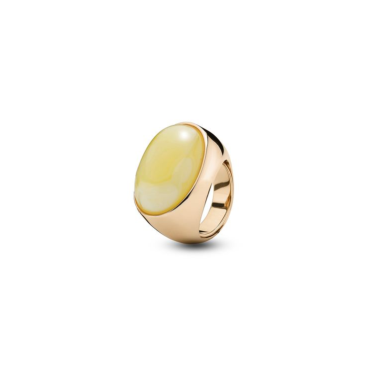 House of Amber - A captivating ring in rose gold sterling silver and milky amber. This marvellous ring has a charming design and is a part of the Enlightened Enamel Collection.