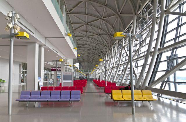 Kansai International Airport Terminal in Osaka, Japan http://architecture.about.com/od/findphotos/ig/Renzo-Piano-Photos/Kansai-Terminal.htm