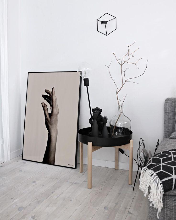 Art is where work meets love✍🏼 _ #poster #artprint #wallart #poftArt #wallcandy #hand #artwork #design #graphicdesign #interiorposter #interiorwallart #framedart #beige #interior #homdecor #interiordetails #ypperlig #peopleoftomorrow #creativeliving #create #createart #homeinspo #interiorinspiration #postershop #kristiandsand #oslo #mynordicroom #hem_inspiration