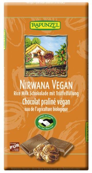Ekologisk, ljus chokladkaka med vegansk tryffel.