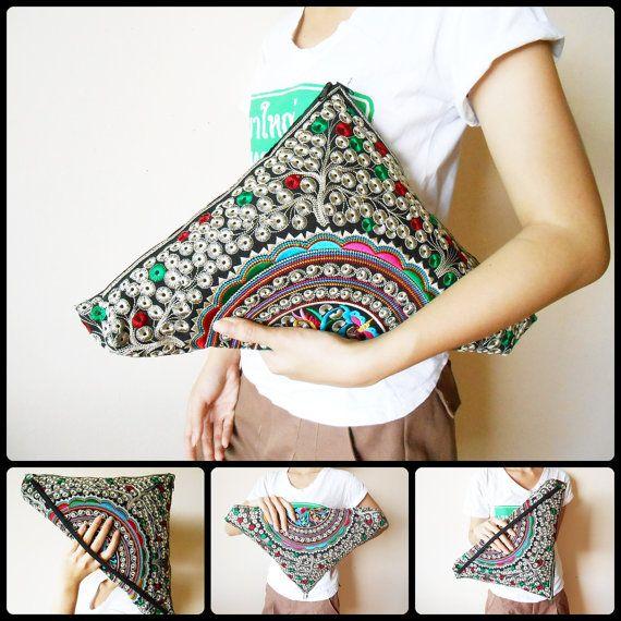 Hermoso triángulo embrague, tela bordada, Vintage, bolso, de noche Zip cartera, bolso, hecho a mano, Hill tribu, Tailandia. (KP1215-SI)