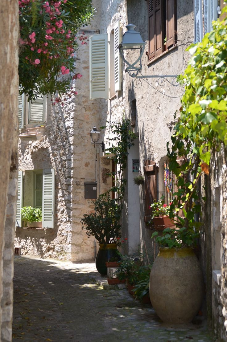 Provence street alley, Saint Paul de Vence, France.  ASPEN CREEK TRAVEL - karen@aspencreektravel.com