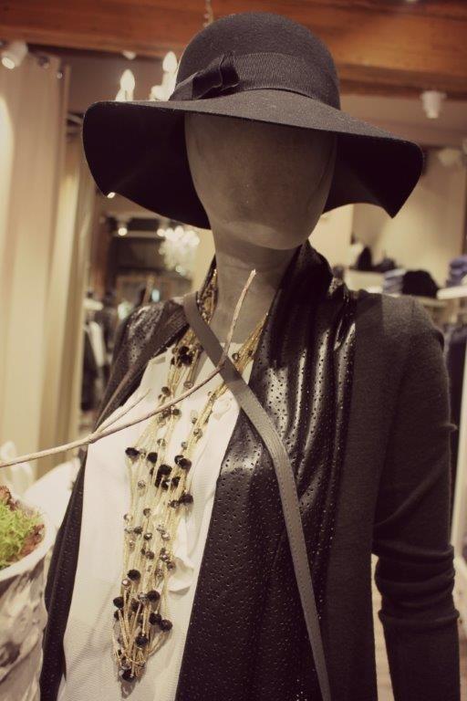 Uno scatto dalla nuova vetrina di White, negozio di abbigliamento dove puoi trovare capi d'abbigliamento made in Italy. https://www.facebook.com/whitearzignano?ref=hl #moda #abbigliamento #vetrina #madeinitaly #modadonna