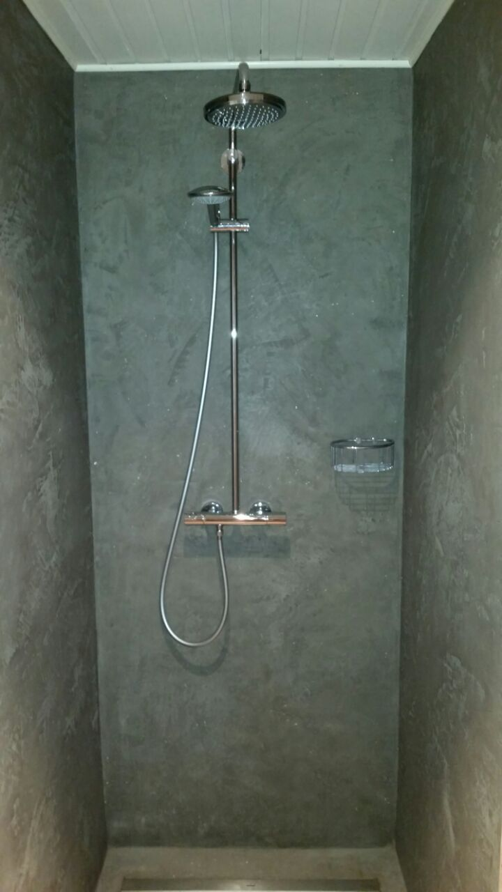 A Shower Without Tiles Seamlessly That 39 S Possible With The Mineral Plaster Mineral Plaster Possible Seamlessly Shower Shower Wall Design Tiles